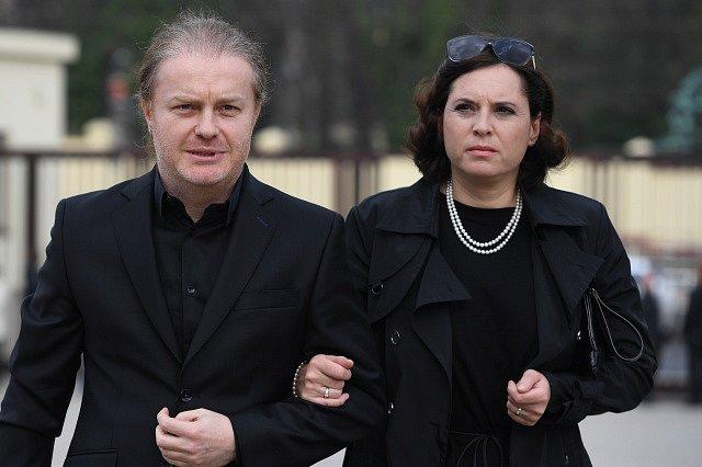 Houslista Pavel Šporcl a jeho manželka, herečka Barbora Kodetová.
