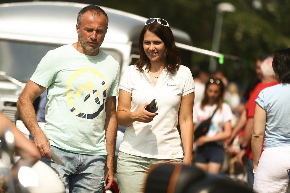 Spanilá jízda skútrů Vespa v sobotu 19. června 2021.