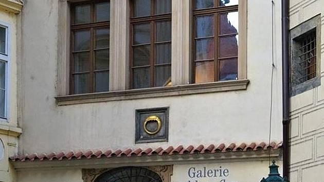 Dům u Zlatého prstenu v Týnské ulici v Praze.
