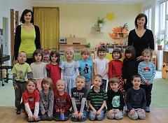 MŠ Nad Palatou - 2.třída,zleva učitelky Kateřina Huňařová a Alda Shkriblyak..