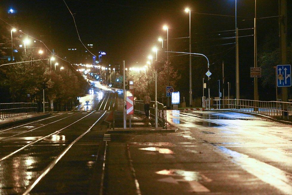 Ulice Prahy po 21. hodině.