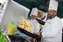 Mistři kuchaři předvedli na Ovocném trhu skutečnou show.