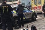 Muž střílel z plynové pistole v Holešovicích.