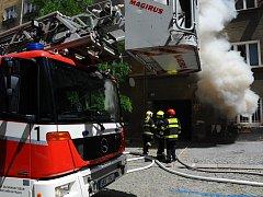 Požár bytu v Hájkově ulici na Žižkově.