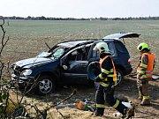Havárie mercedesu nedaleko pražského letiště.