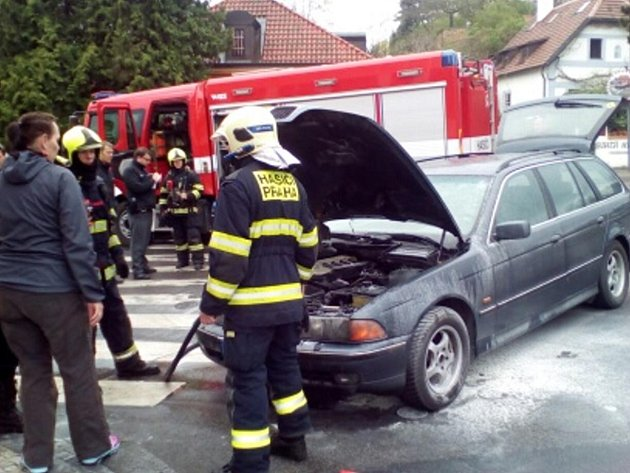 Požár vozidla vulici UTrojského zámku.