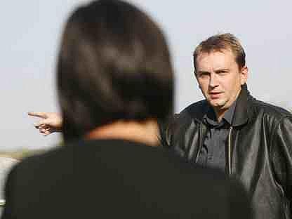 DISKUSE. Ředitel firmy Tomáš Medek v říjnu tohoto roku ujišťoval nespokojené obyvatele Komořan, že továrna pracuje na modernizaci provozu, aby snížila nadměrný hluk.