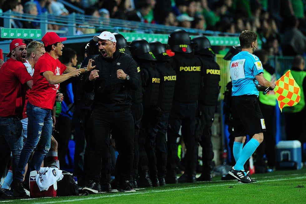 Fotbalové utkání finále MOL Cupu mezi celky SK Slavia Praha a FK Jablonec 9. května v Mladé Boleslavi. Jindřich Trpišovský slaví vítězství.