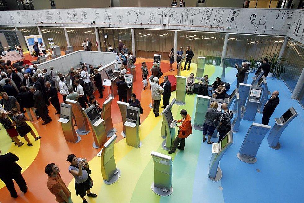 09-09-09. Datum, kdy se slavnostně otevřela Národní technická knihovna. (Infopanely)