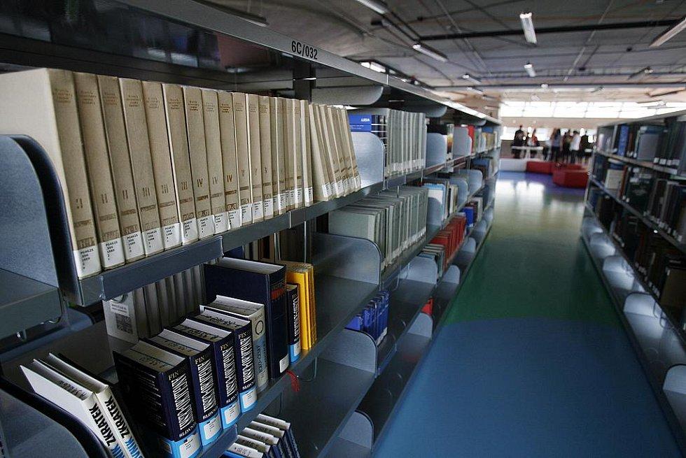 09-09-09. Datum, kdy se slavnostně otevřela Národní technická knihovna. (Knihy už jsou připraveny)