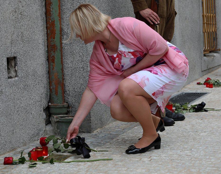Slavnostní odhalení pamětních  destiček parašutistů padlých v kostele sv. Cyrila a Metoděje na rohu Václavské a Resslovy ulice.