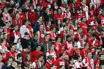 Fanoušci Slavie při vítězném derby se Spartou.
