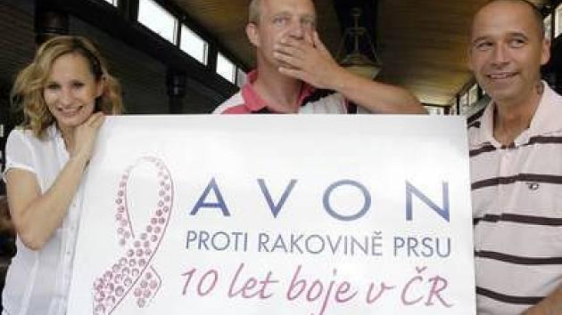 Tváří letošního ročníku projektu Avon se stala Monika Absolonová, na snímku s dalšími protagonisty.