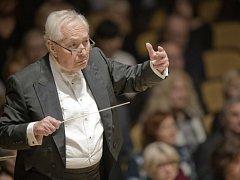Dirigent Libor Pešek.