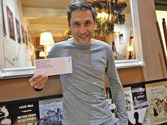 Herec a zpěvák Martin Písařík má za sebou desítky rolí, přesto si v sobotu 22. března 2014 odbude jednu premiéru: na piazzetě Národního divadla v Praze a prvním letošním Dyzajn marketu se svoji módní značkou.