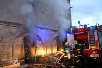Lidský život si v úterý časně ráno vyžádal požár domu v Jinočanech na Praze-západ.