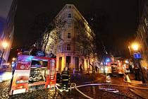 Požár bytového domu v Kozí ulici v Praze.