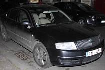 Policisté ukázali auta zastřelených taxikářů.