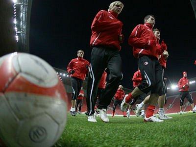 MUSÍ BODOVAT. Domácí Slavia pro udržení šance na postup do pohárového jara potřebuje vyhrát.