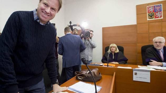 Městský soud v Praze projednával žalobu Martina Bursíka (vlevo) na postup policie a magistrátu.