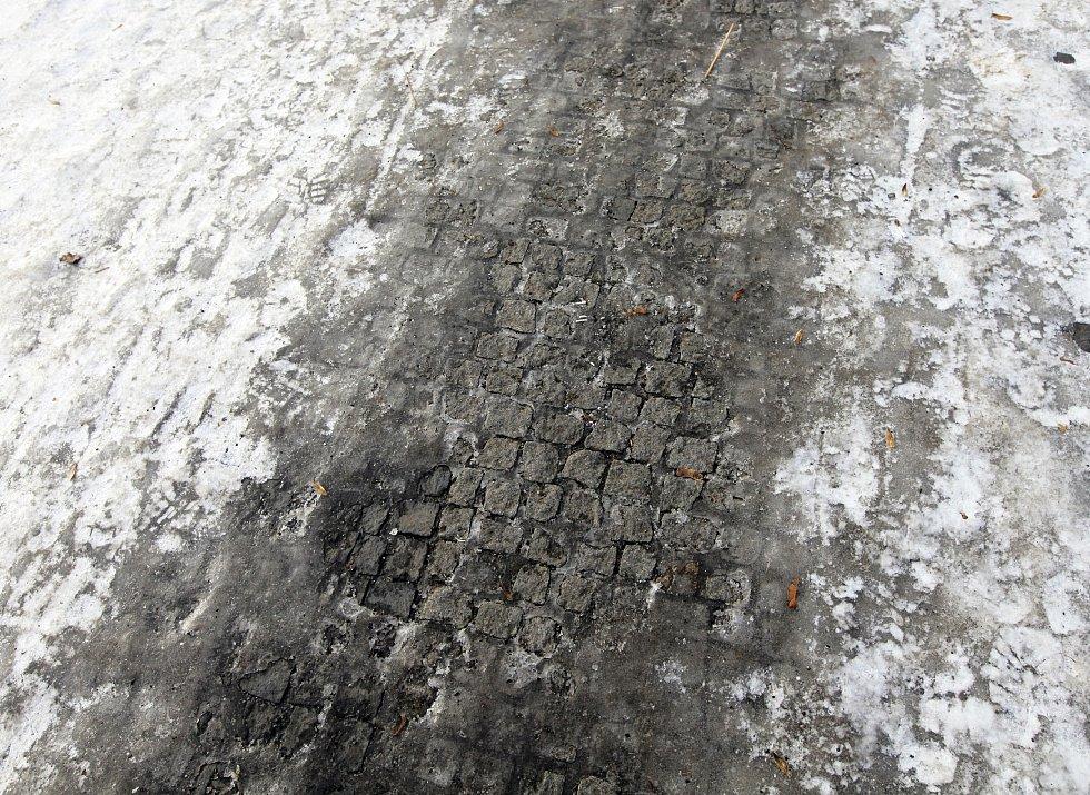 Námraza a kluzké chodníky v Praze.