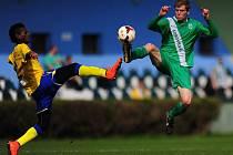 FOTBALISTÉ Loka Vltavín (v zeleném) proti Benešovu zklamali.