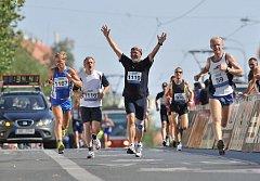 Stotřinácté Běchovice. Tradiční silniční běh přilákal běžce vrcholové i ty rekreační.