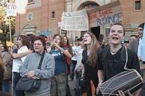 27.10.2006 - Demonstrace na podporu gymnázia Buďánka, kterému hrozí vystěhování z budovy, v níž sídlí.