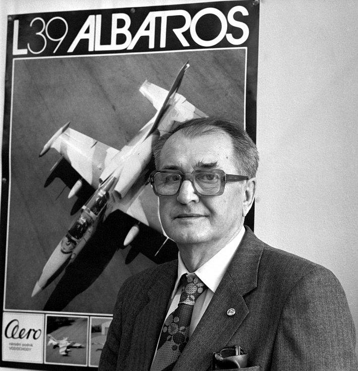 Jan Vlček. Otcem populárních L-39 Albatrosů byl konstruktér Jan Vlček. První let se uskutečnil roku 1968 v Letňanech a stal se jednotným výcvikovým letounem armád Varšavské smlouvy. Dodnes zůstává nejpoužívanějším proudovým výcvikovým letounem na světě.