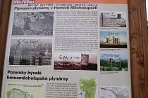 'Počmáraná' informační tabule Stezky historií Horních Měcholup.