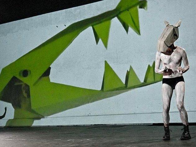 Hru Rolanda Schimmelpfenniga Říše zvířat uvede v rámci festivalu Malá inventura Studio Hrdinů v sobotu 21. února 2015 od 16 hodin.