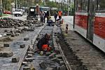 Oprava tramvajových kolejí v ulici Badeniho.