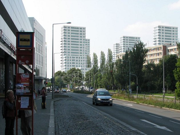 Rezidence Park Kavčí Hory. V rámci první etapy mají vyrůst tři bytové věže a pět šestipodlažních domů.