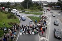 DOSTAVBU Pražského okruhu toužebně očekávají například obyvatelé Spořilova, kteří se dusí pod náporem kamionů. Už opakovaně demonstrovali za jejich odklonění. Toho se ale zřejmě dočkají právě až poté, co bude okruh hotov