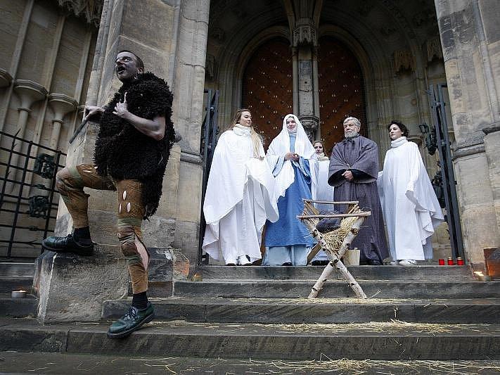 Představení divadla Apropo o narození Ježíše proběhlo 25. prosince na Pražském hradě.