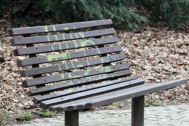 Vandalové v parku. Ilustrační foto.
