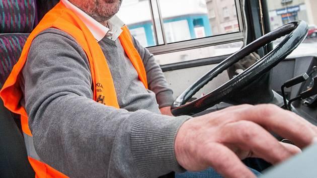 Řidič autobusu. Ilustrační foto.