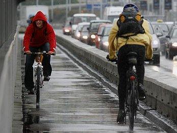 Praha se probudila 15. září 2008 do deštivého rána.