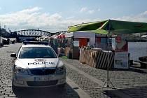 V Praze byl nalezen ruční granát. Policie uzavřela náplavku.