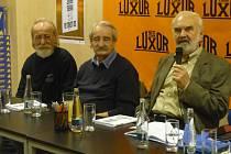 Na knize se podíleli i kolegové Zdeňka Svěráka z Divadla Járy Cimrmana