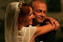 Záběr ze slovenského filmu Meruňkový ostrov.
