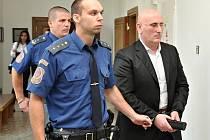 Albánec Skender Bojku u Krajského soudu v Praze.