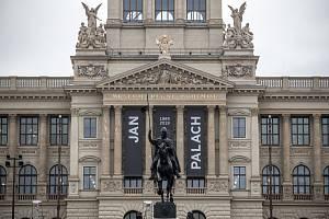 Lidé si připomínali 16. ledna památku Jana Palacha při výročí 50 let jeho upálení před budovou Národního muzea v Praze.