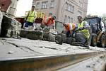 Rekonstrukce tramvajové trati 14.5. 2007 v Praze v ulici Na slupi.