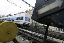 DVĚ NOVÉ ZASTÁVKY. Většímu využívání příměstských vlaků S brání nedostatek zastávek v hustě obydlených čtvrtích, stejně jako jejich špatná návaznost na MHD.