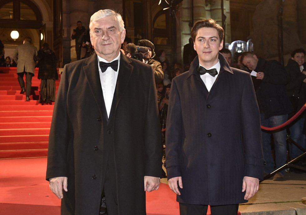 Herec Miroslav Donutil se synem Martinem.