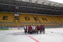 Hokejisté Sparty si v pátek vyzkoušeli kluziště pod otevřeným nebem na stadionu v Drážďanech.