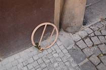Kovový kruh.