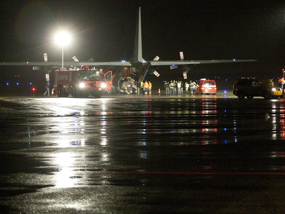 Přílet slonic na Letiště Václava Havla