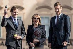 Tenisté Roger Federer ze Švýcarska a Tomáš Berdych se setkali 20.února na Staroměstském náměstí vPraze se svými fanoušky. Federer přijel propagovat zářijový LaverCup.
